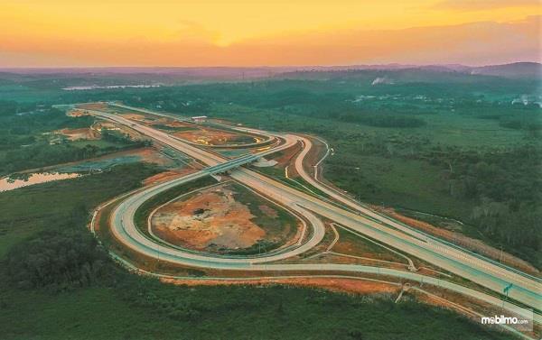 Foto menunjukkan Jalan Tol Balikpapan-Samarinda tampak dari udara
