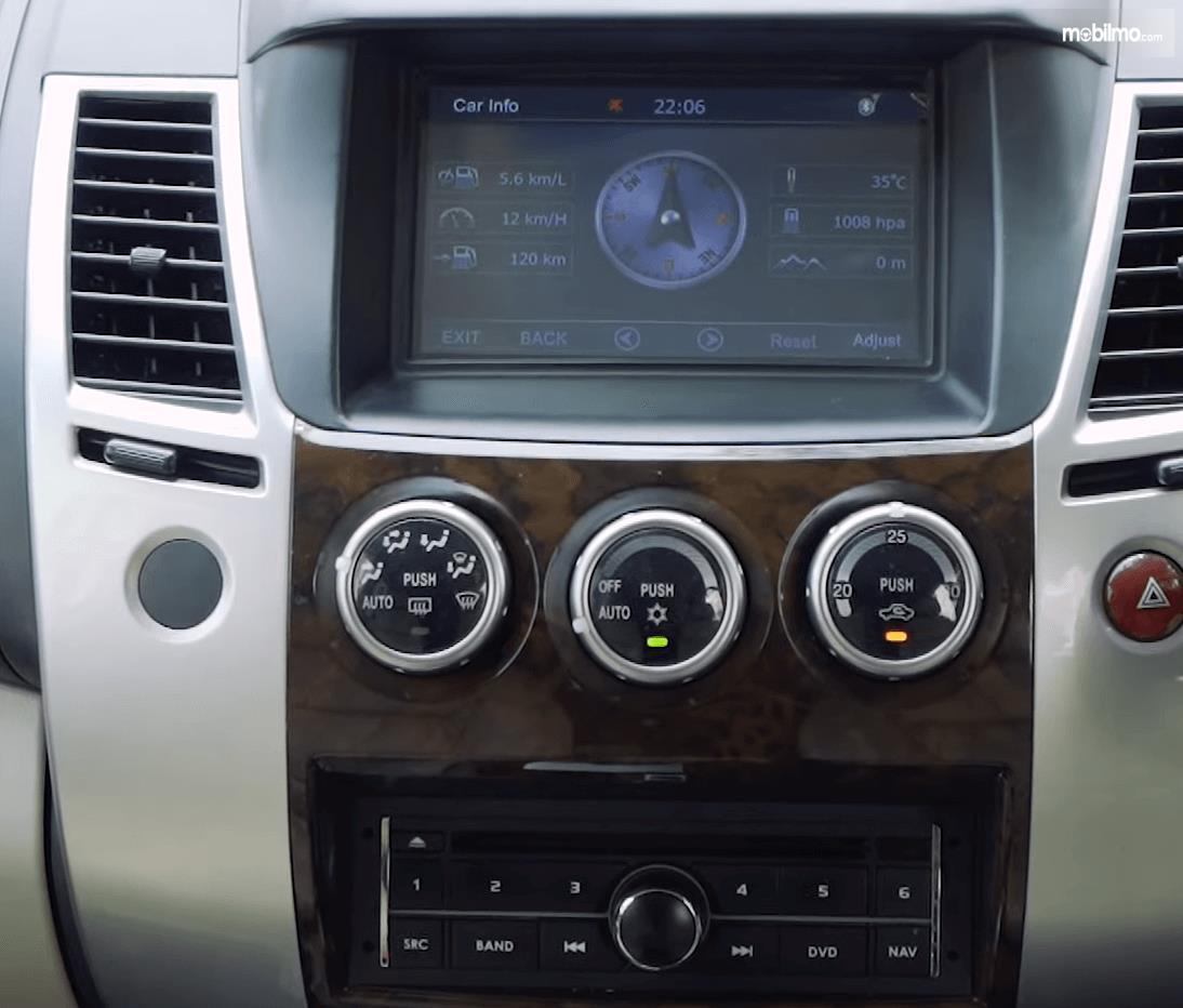 Gambar ini menunjukkan head unit Mitsubishi Pajero Sport Exceed Limited 2013