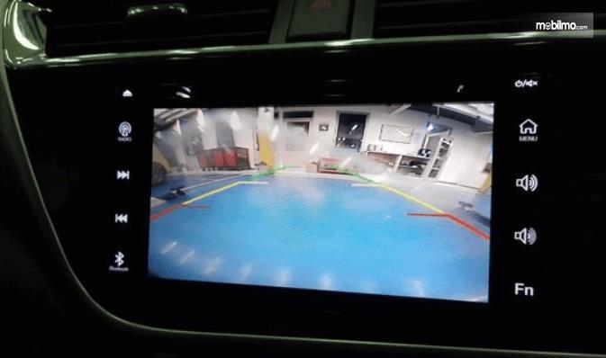 Gambar ini menunjukkan Head unit mobil Daihatsu Sirion 2020