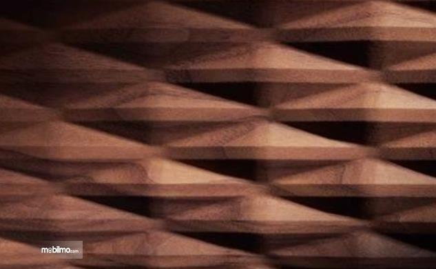 Gambar ini menunjukkan pannel kayu 3 dimensi Bentley