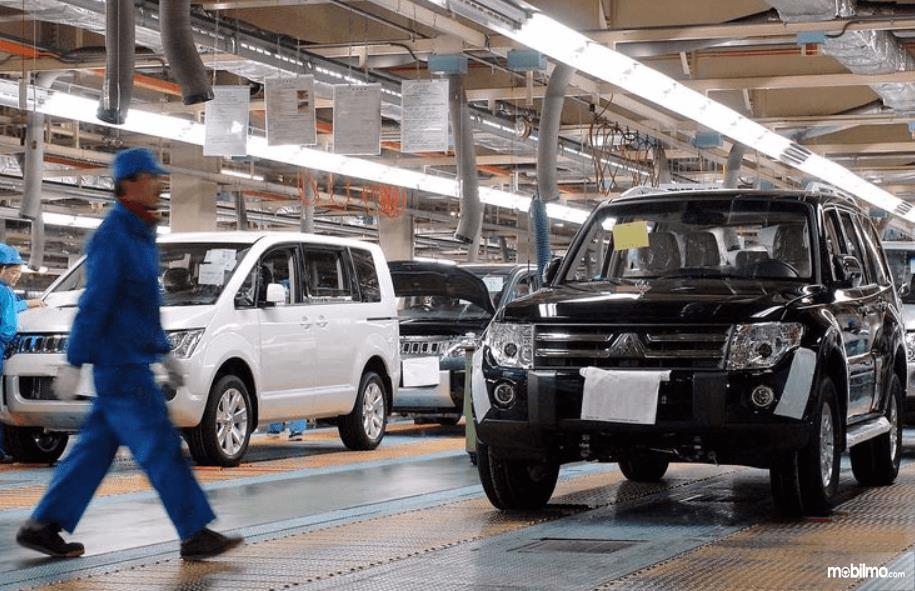 Gambar ini menunjukkan Pabrik Mitsubishi Pajero di kota Sakahogi, Prefektur Gifu