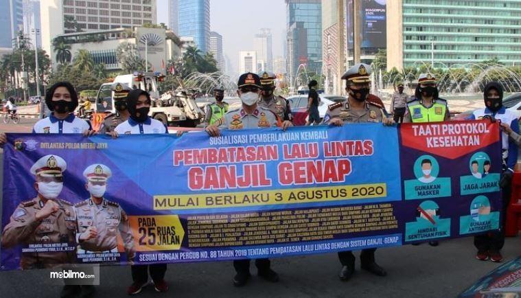 Foto menunjukkan ganjil genap Jakarta mulai diberlakukan