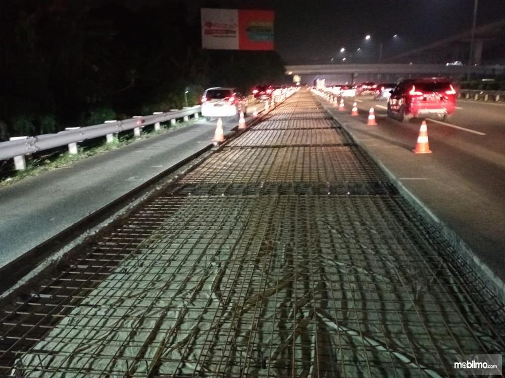 Foto proses Rekonstruksi Jalan Tol Jagorawi