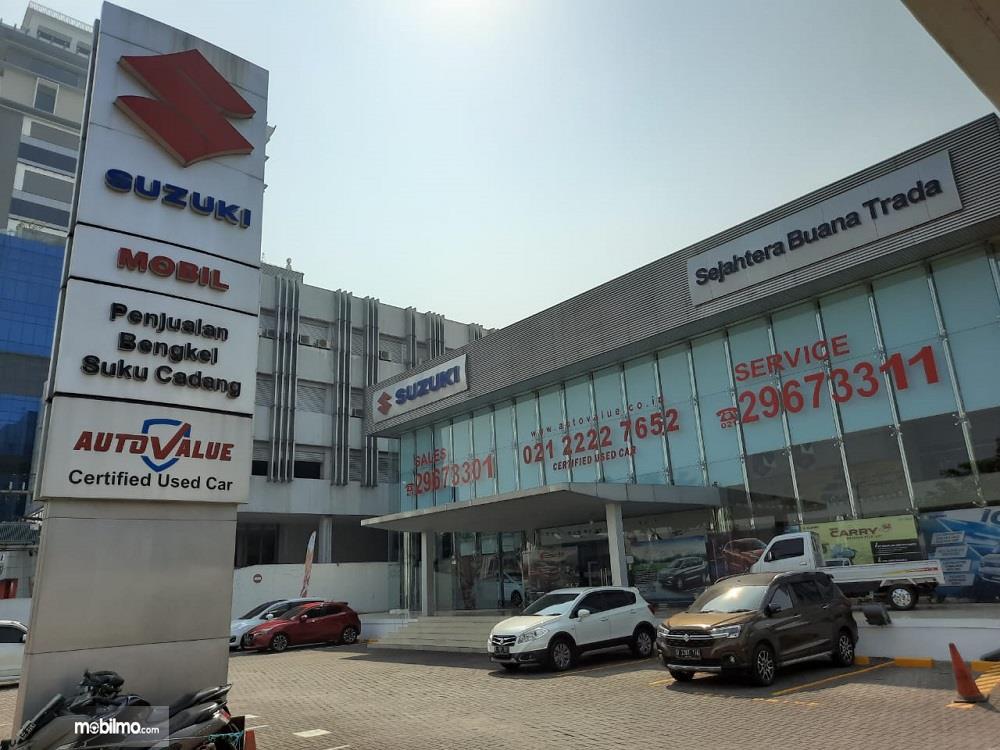 Foto menunjukkan salah satu diler Suzuki di Jakarta