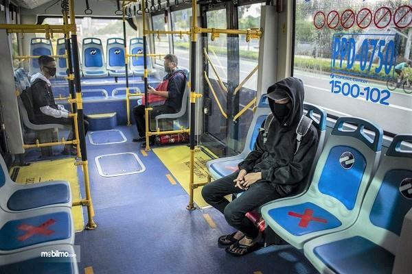 Foto penumpang Transjakarta - sepi