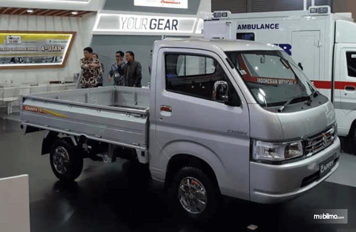 Gambar ini menunjukkan bagian samping Suzuki New Carry Luxury 2020