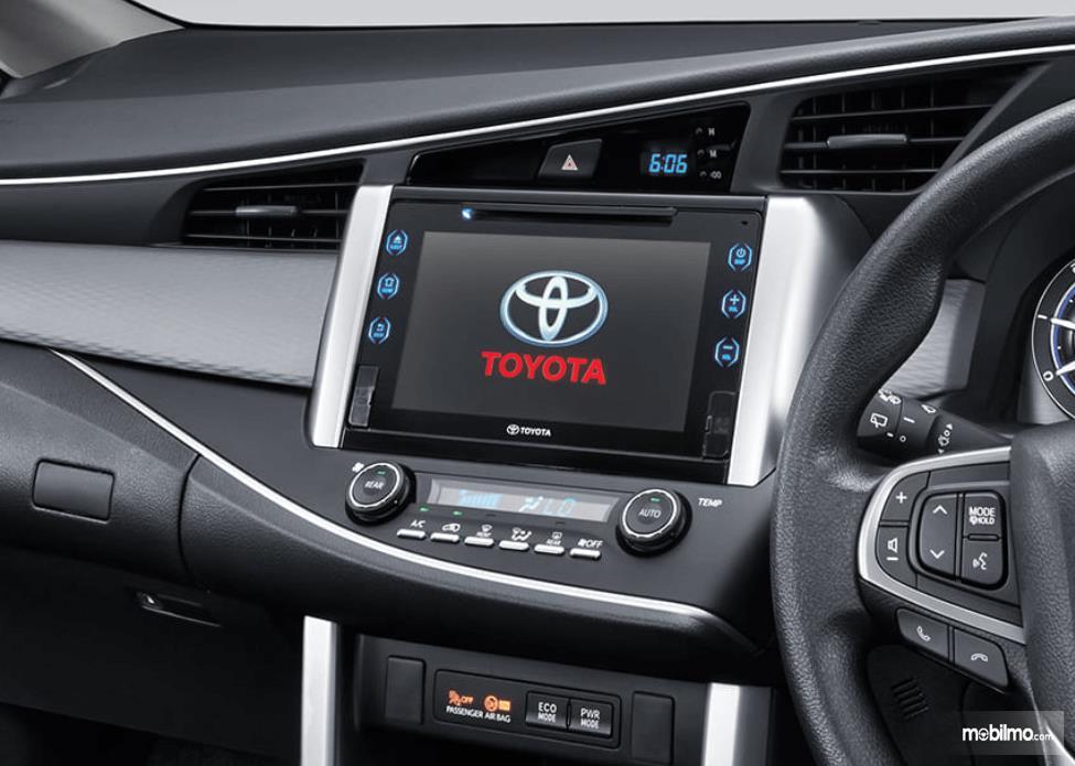 Gambar ini menunjukkan interior Toyota Kijang Innova TRD Sportivo Limited