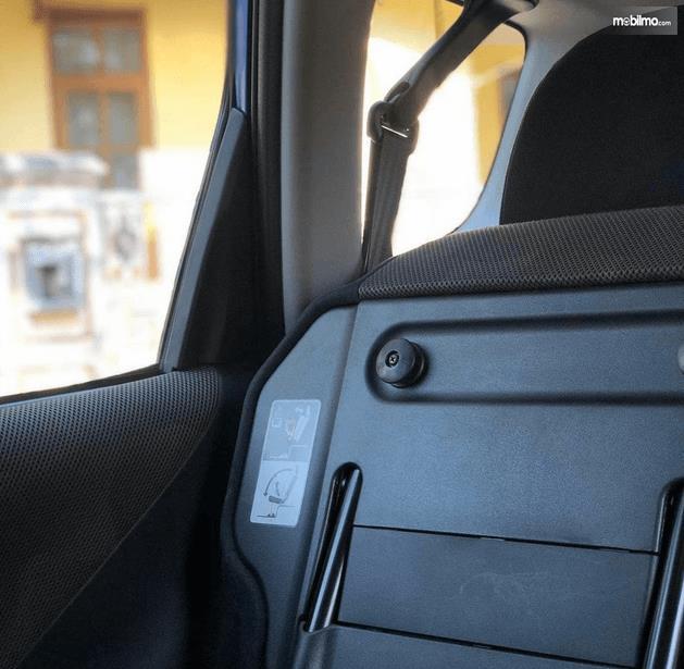 Gambar ini menunjukkan fitur ultra seat Honda Jazz i-DSI 2004