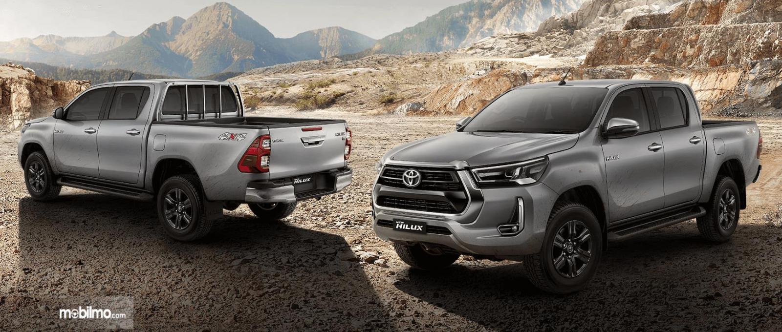 Gambar ini menunjukkan bagian depan dan belakang Toyota Hilux Terbaru