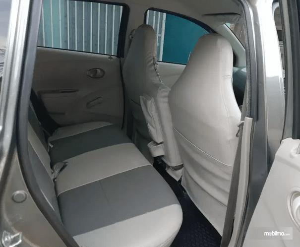 Gambar ini menunjukkan jok baris kedua mobil Datsun GO+ Panca 2014