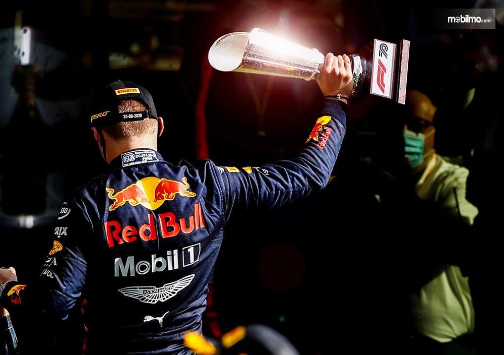 Foto Max Verstappen raih podium ke-3 balapan F1 2020 GP Spanyol