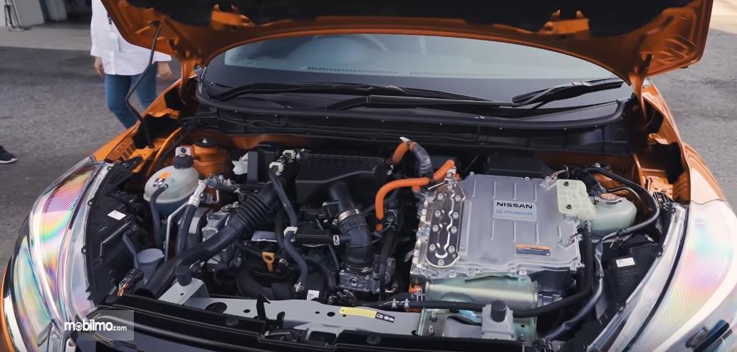 Gambar ini menunjukkan mesin mobil listrik Nissan Kicks ePower