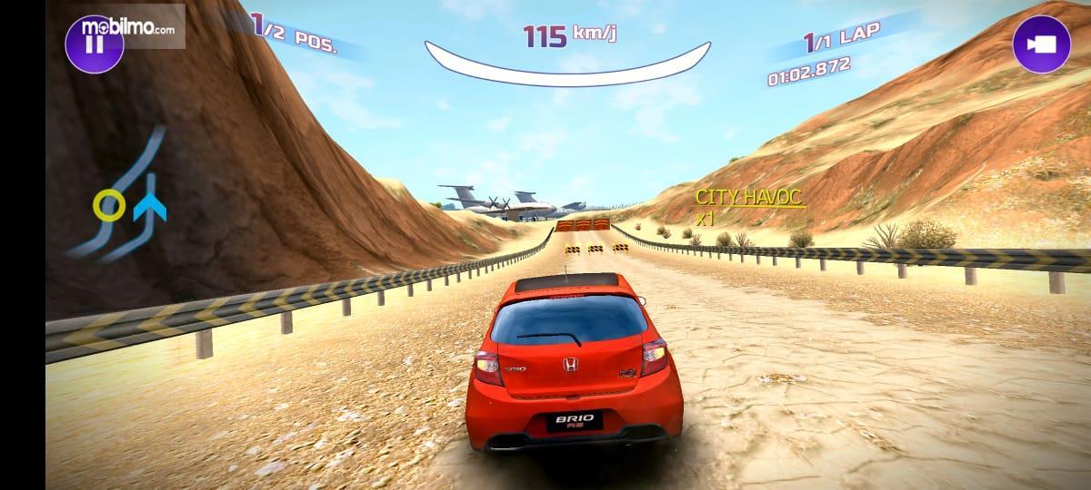 Gambar ini menunjukkan balapan dalam game mobile Brio Virtual Drift Challenge