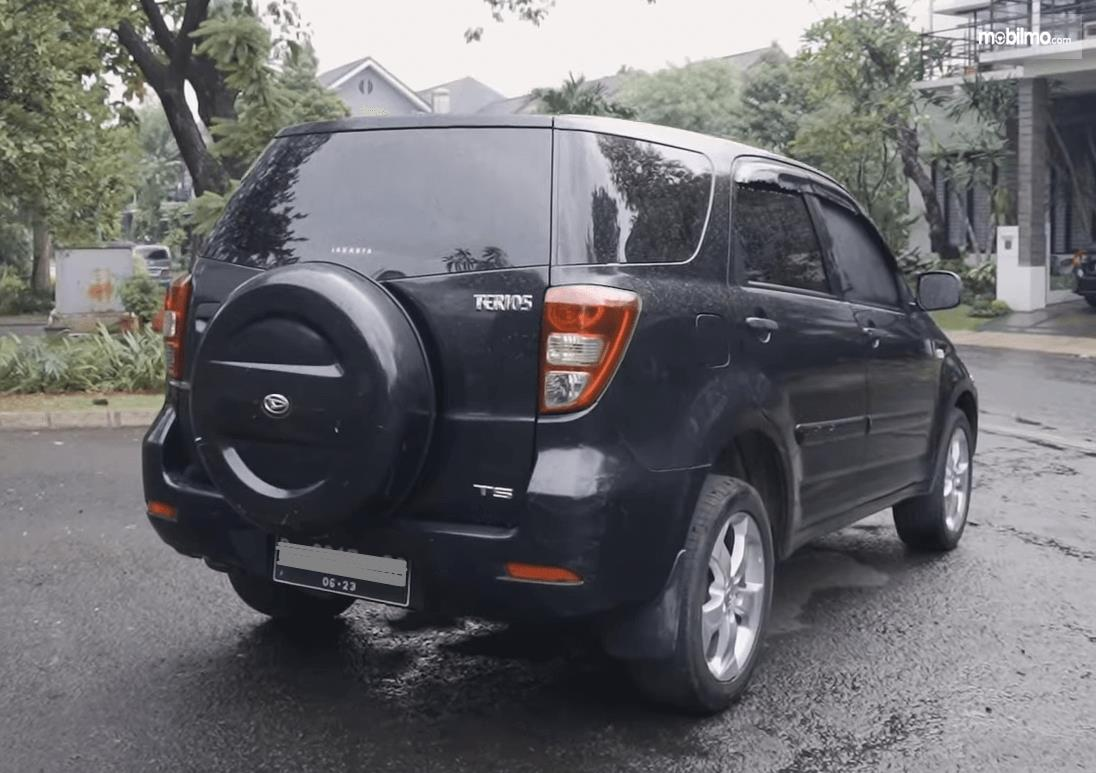 Gambar ini menunjukkan bagian belakang mobil Daihatsu Terios TS Extra MT 2008