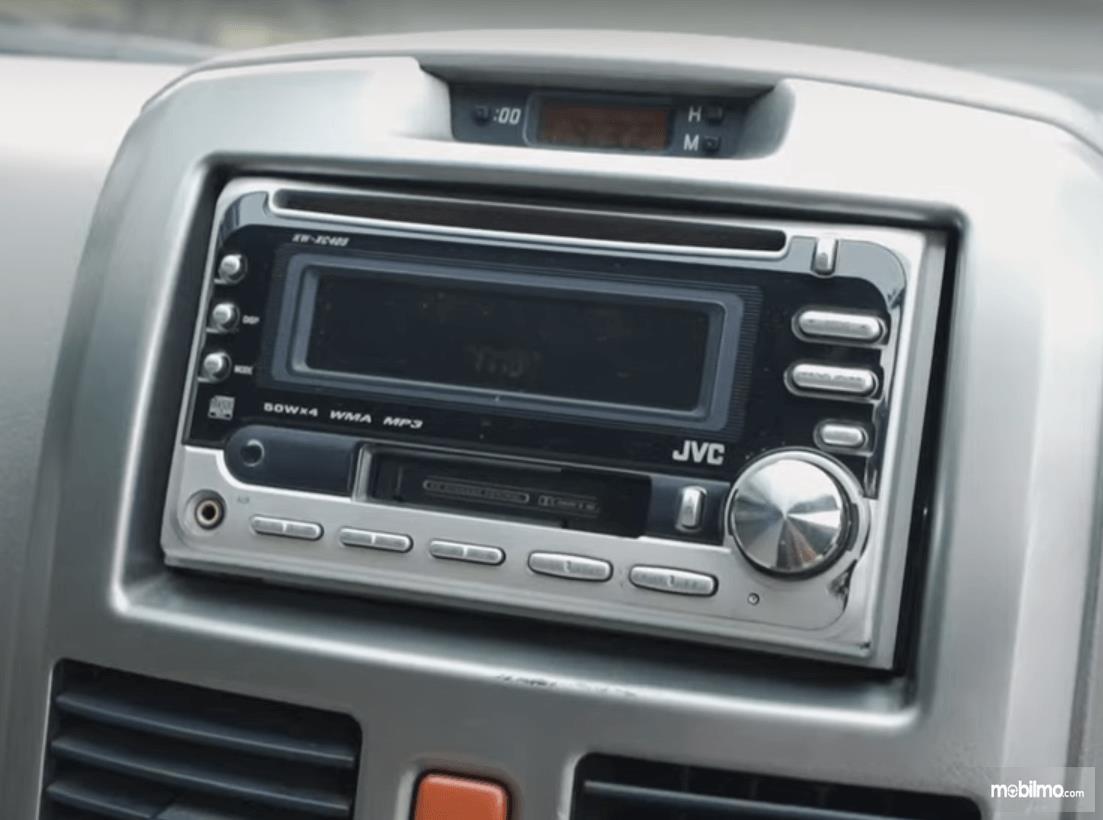 Gambar ini menunjukkan head unit Daihatsu Terios TS Extra MT 2008