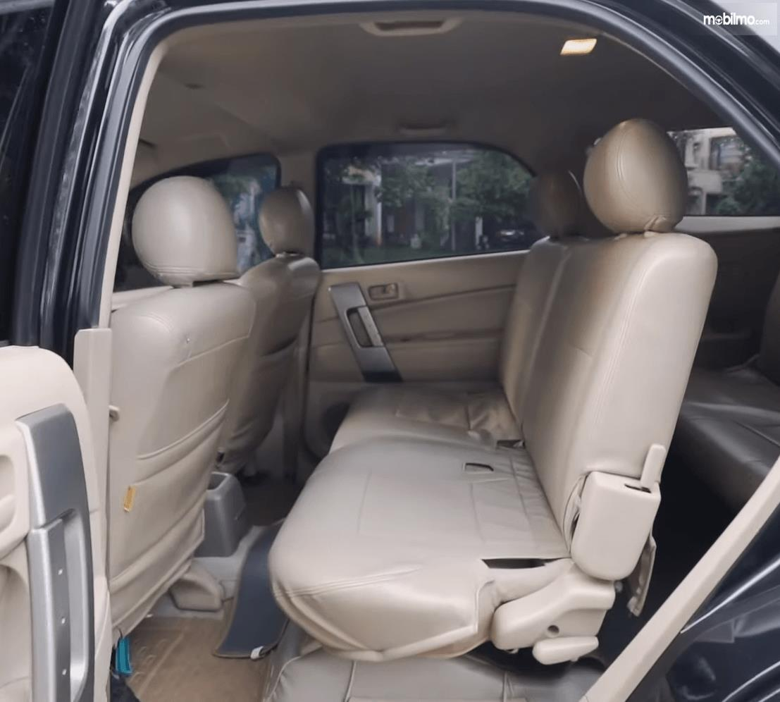 Gambar ini menunjukkan jok mobil Daihatsu Terios TS Extra MT 2008
