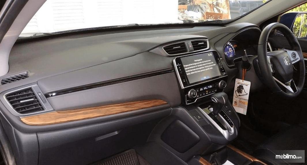 Gambar ini menunjukkan bagian dashboard All New Honda CR-V 1.5L Turbo 2019