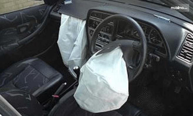 Gambar ini menunjukkan airbag mobil Honda City 2004