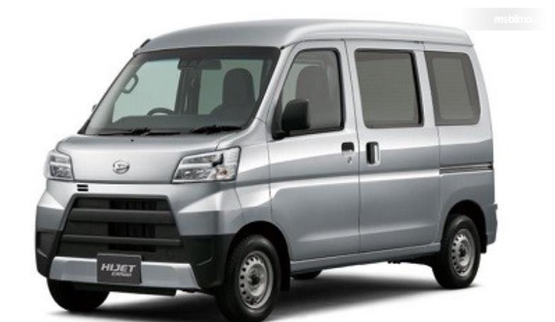 Gambar ini menunjukkan Daihatsu Hijet Cargo tampak depan dan sisi kiri