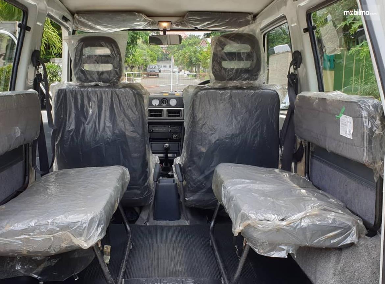 Gambar ini menunjukkan jok mobil Daihatsu Taft 1996