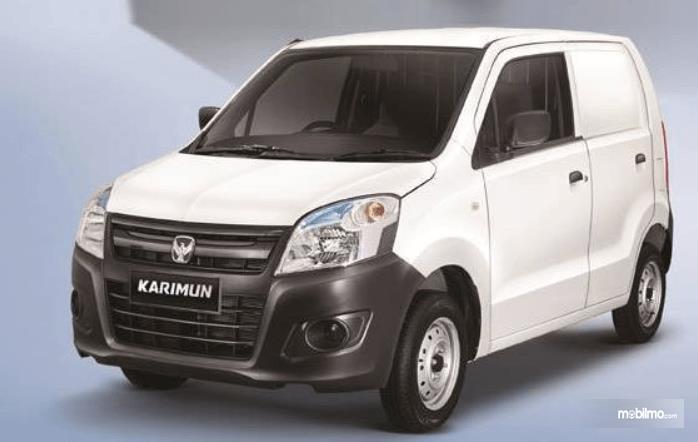 Gambar ini menunjukkan bagian depan mobil Suzuki Karimun Wagon R Blind Van 2015