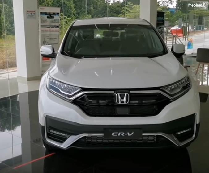 Gambar ini menunjukkan bagian depan mobil Honda CR-V generasi terbaru Malaysia
