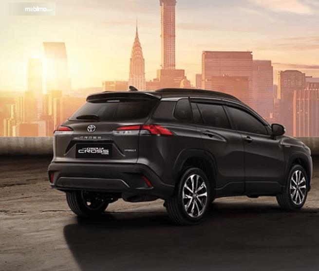 Gambar ini menunjukkan bagian belakang mobil All New Toyota Corolla Cross Hybrid 2020