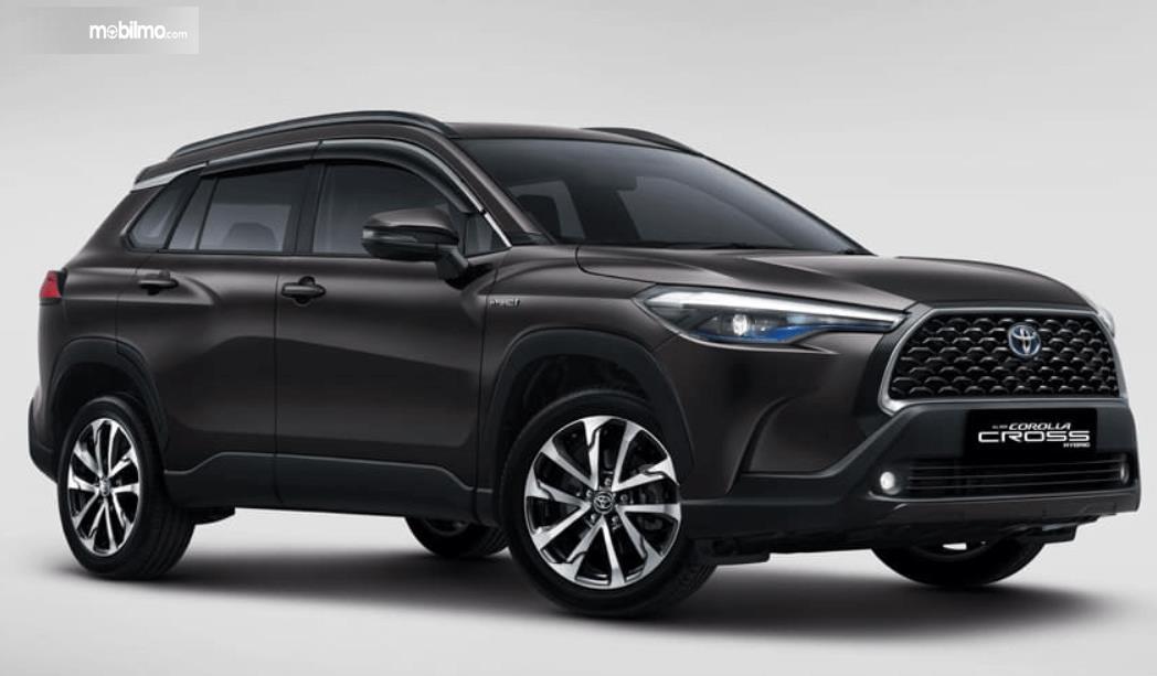 Gambar ini menunjukkan bagian samping All New Toyota Corolla Cross Hybrid 2020