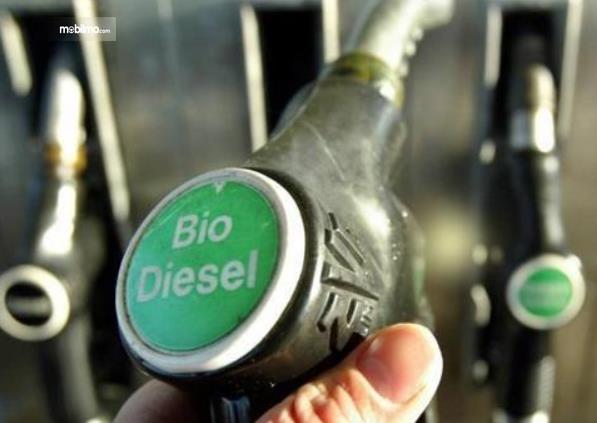 Gambar ini menunjukkan alat pengisi bahan bakar Biodiesel