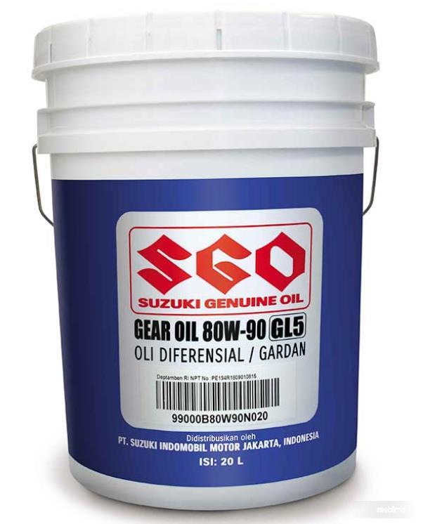 gambar ini menunjukkan oli gear oil 80W-90, API GL-5 dalam ember 20 liter