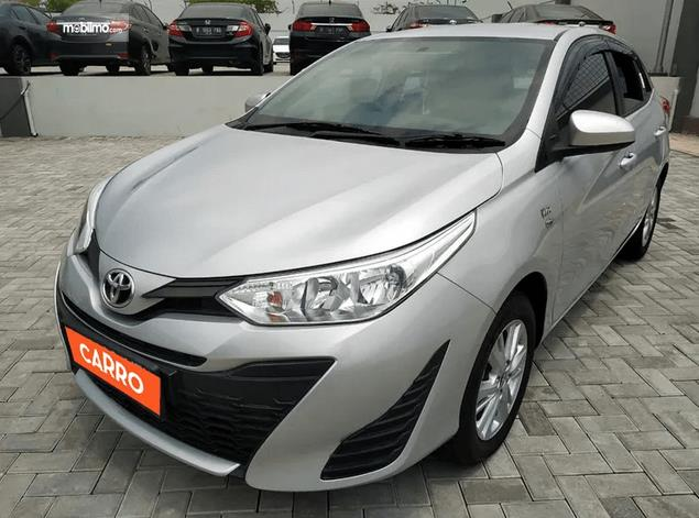 Gambar ini menunjukkan bagian depan Toyota Yaris E CVT 2018
