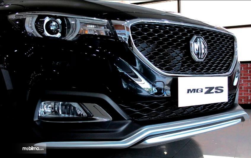 Gambar ini menunjukkan mobil MG ZS versi modifikasi tampak sisi depannya