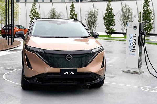 Foto Nissan Ariya tampak dari depan