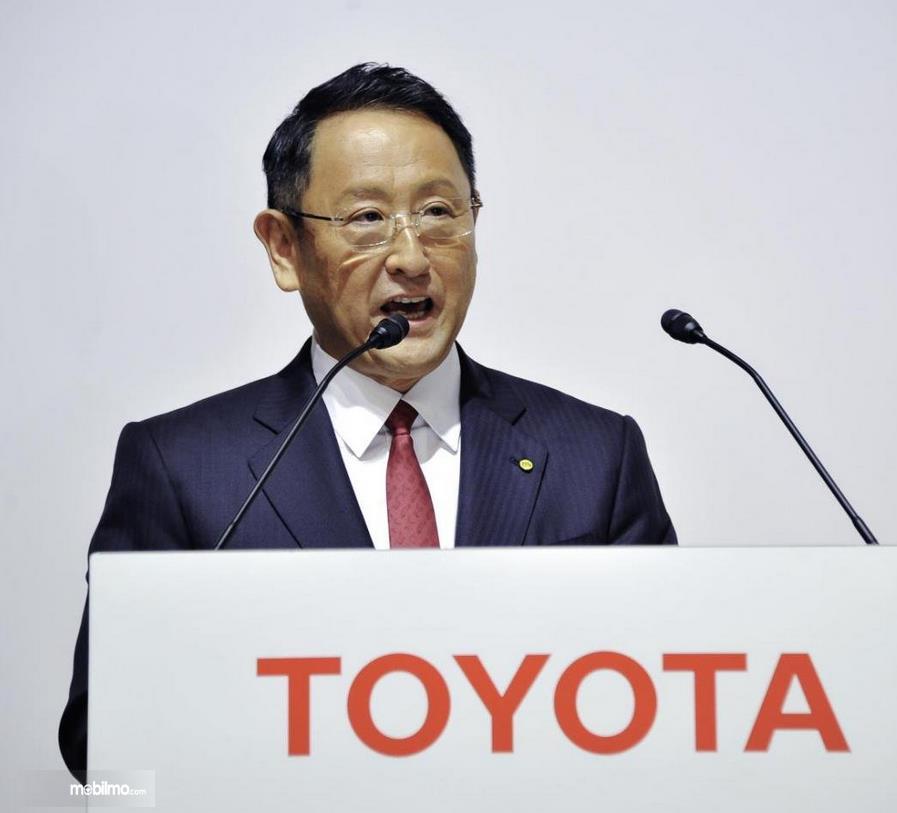 Gambar ini menunjukkan Akia Toyoda yang merupakan CEO Toyota
