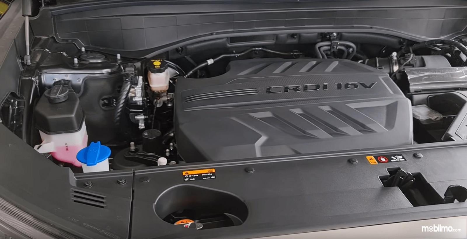 Gambar ini menunjukkan mesin mobil Hyundai Palisade Signature 2020