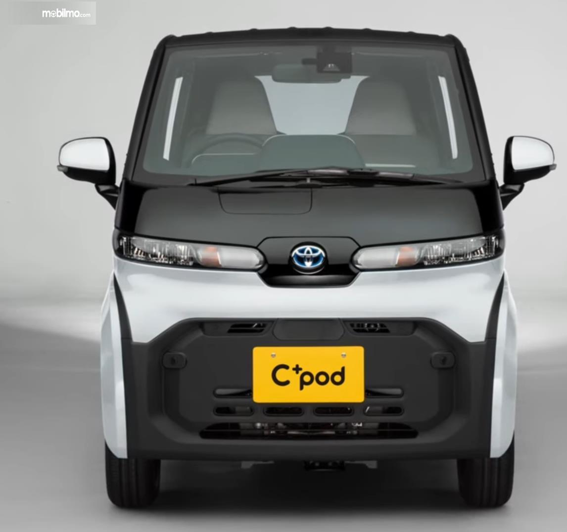 Gambar ini menunjukkan bagian depan mobil listrik Toyota C+pod