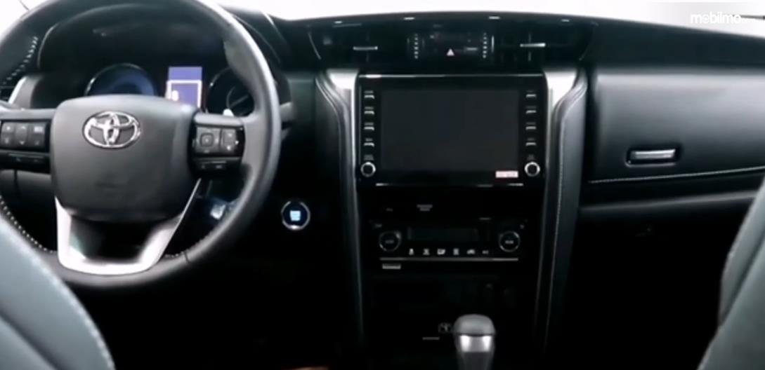 Gambar ini menunjukkan interior Toyota Fortuner Facelift 2021 India