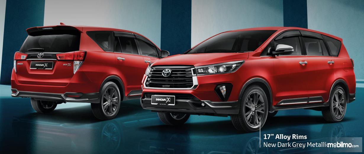 Gambar ini menunjukkan bagian depan dan belakang serta samping Toyota Innova versi Malaysia