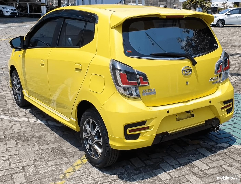 Gambar ini menunjukkan bagian belakang Mobil Daihatsu Ayla 1.2 R Deluxe AT 2020