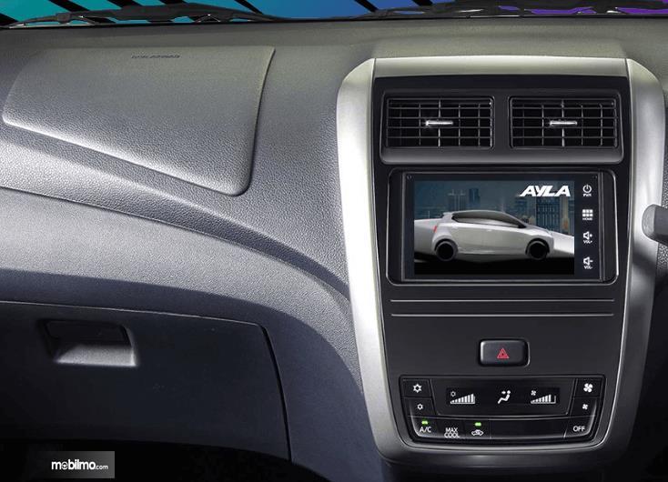 Gambar ini menunjukkan head unit Mobil Daihatsu Ayla 1.2 R Deluxe AT 2020