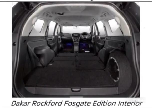 Gambar ini menunjukkan interior Mitsubishi Pajero Sport Dakar 4x2 Rockford Fosgate Edition