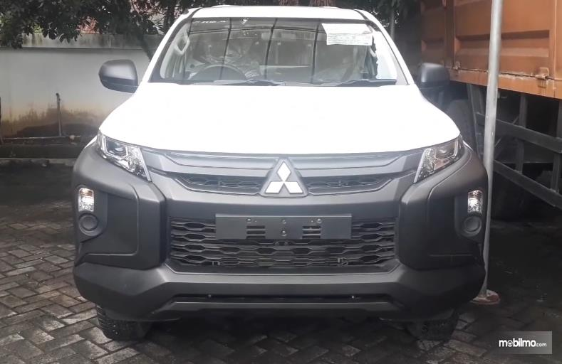 Gambar ini menunjukkan bagian depan Mitsubishi Triton HDX Single Cabin 2019