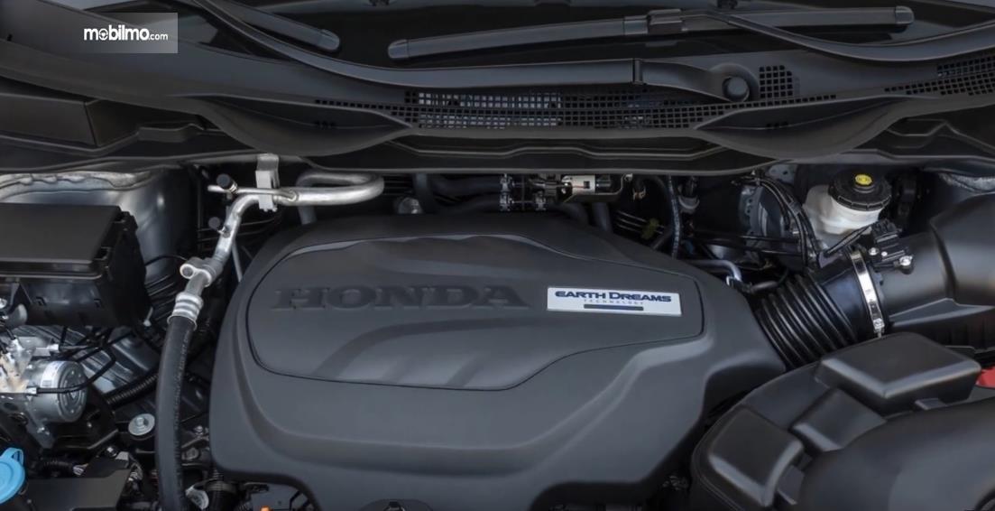 Gambar ini menunjukkan mesin mobil Honda Odyssey Facelift