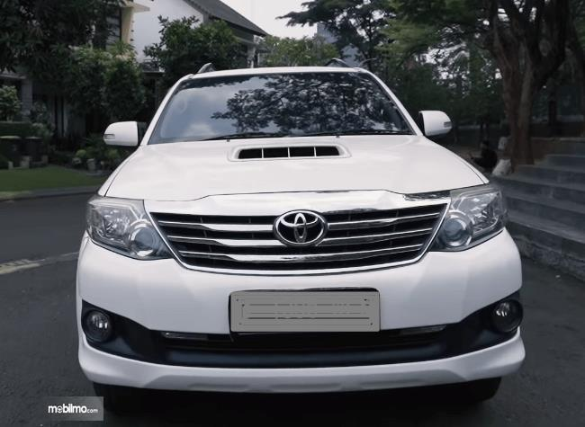Gambar ini menunjukkan bagian depan Toyota Fortuner G VNT 2013