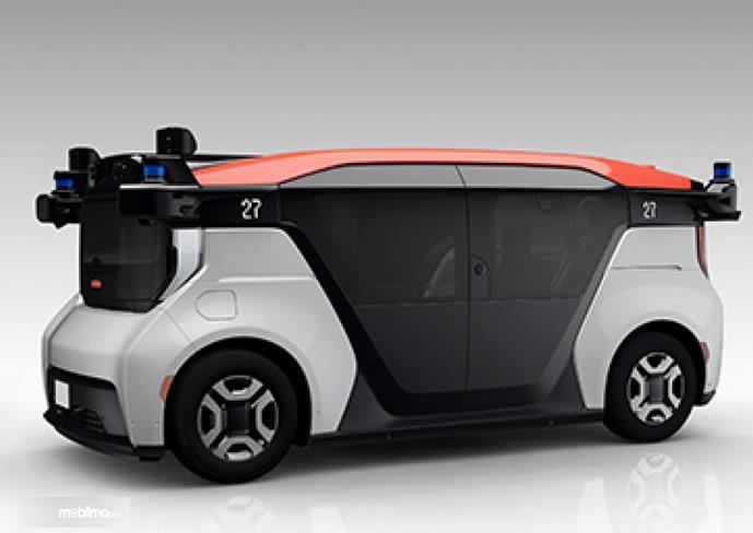 Gambar ini menunjukkan bagian samping mobil otonom hasil kolaburasi 3 perusahaan