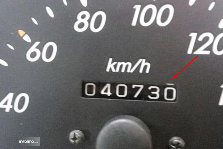 Gambar ini menunjukkan odometer yang masih menggunakan model mekanik