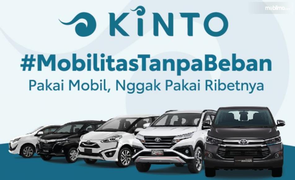 Gambar ini menunjukkan Brosur Kinto dan beberapa mobil Toyota