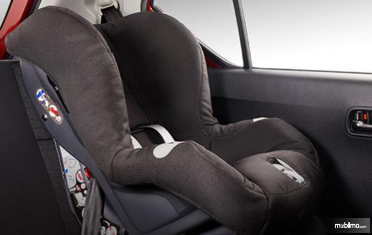 Gambnar ini menunjukkan Child Seat pada Jok mobil
