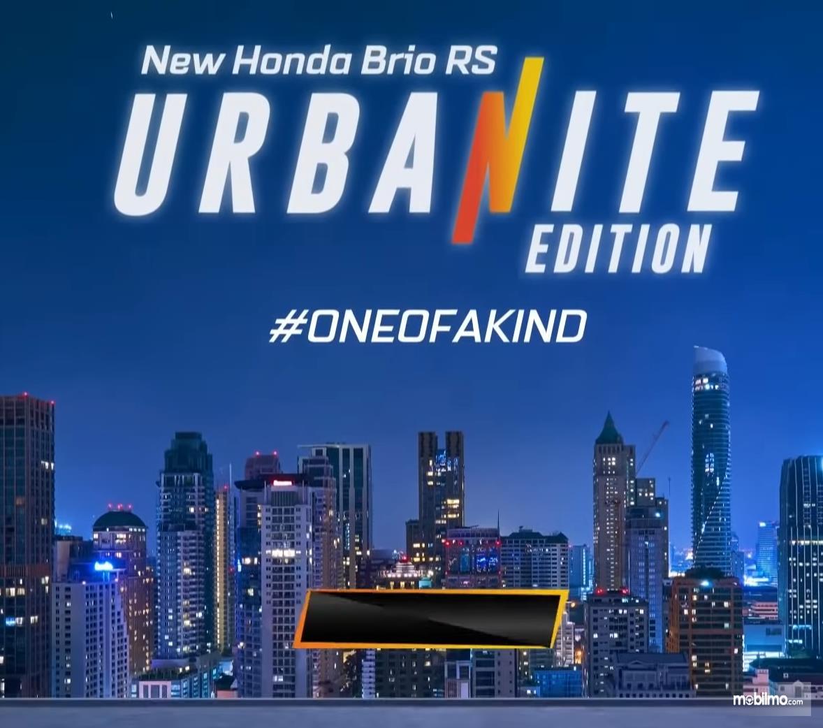 Gambar ini menunjukkan tulisan New Honda Brio RS Urbanite Edition