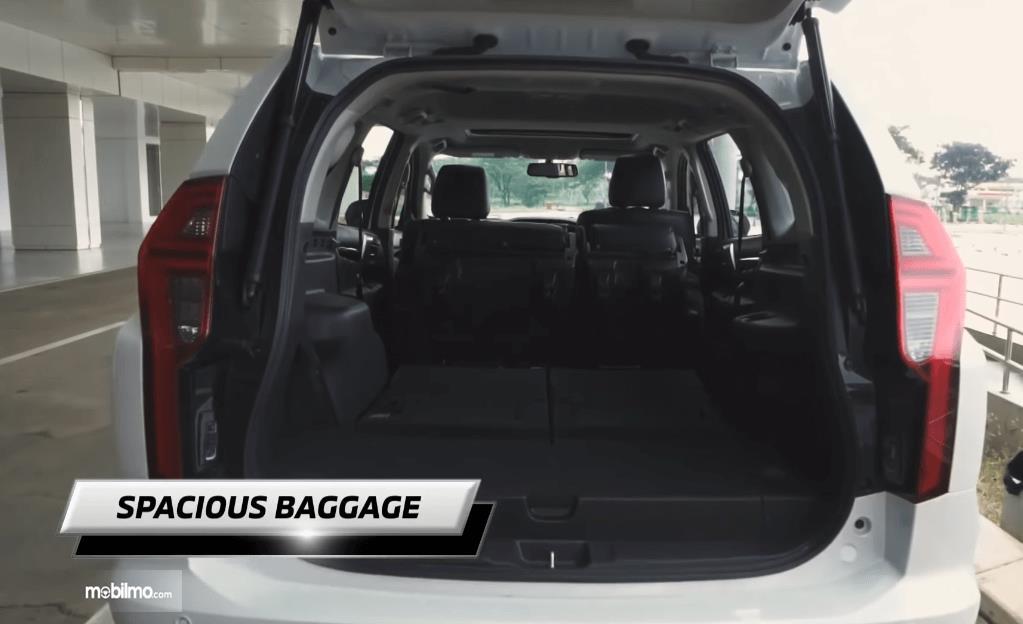 Gambar ini menunjukkan bagasi mobil Mitsubishi New Pajero Sport Dakar Ultimate 4x4 AT 2021